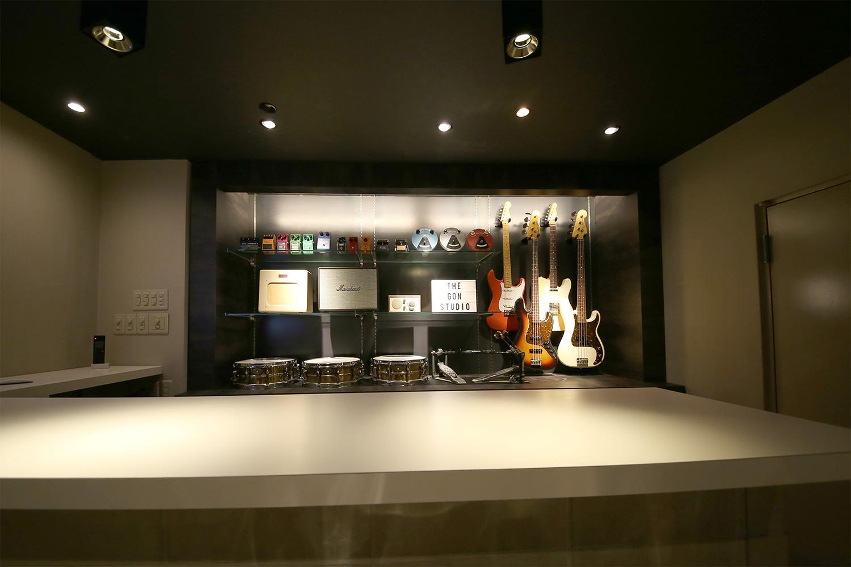 音楽スタジオらしくない重厚なカウンター|福岡天神ゴンスタジオ