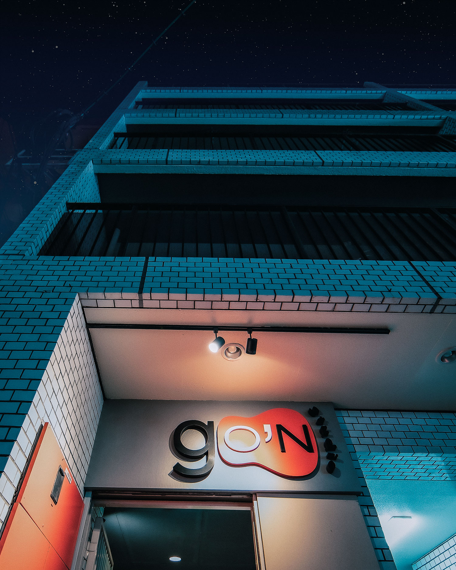 夜のリハーサルもゴンスタジオ。