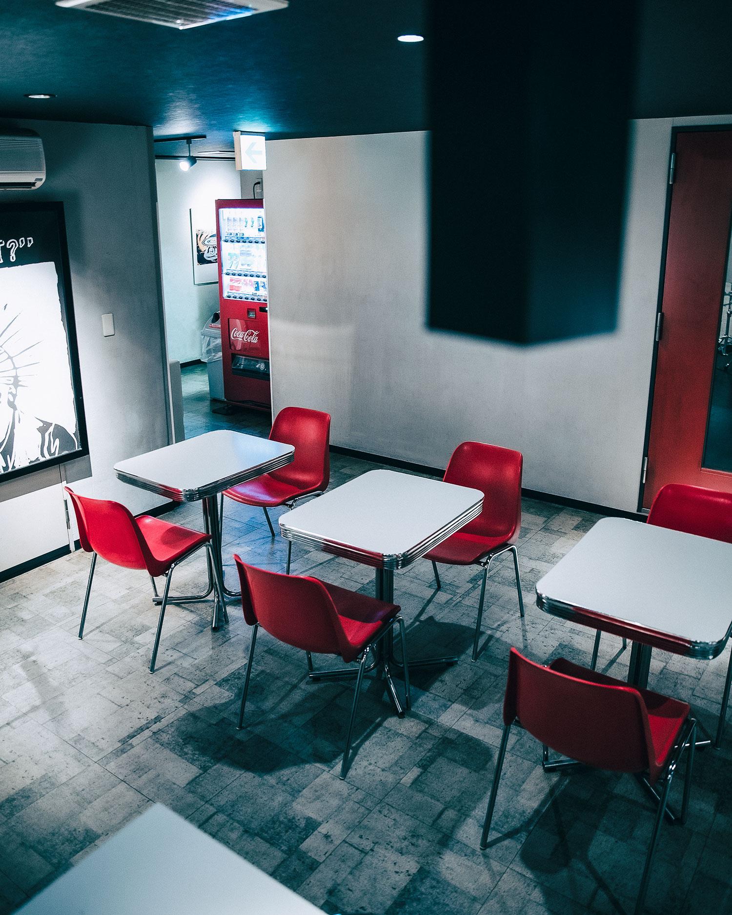 ゴンスタジオの静かなミーティングスペース。